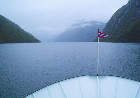 ノルウェーのフィヨルドにタラバガニが増殖中!